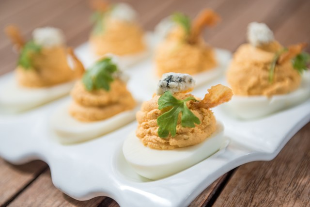 backyard-deviled-eggs